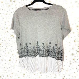 Xhilaration Short Sleeve Gray Floral Top